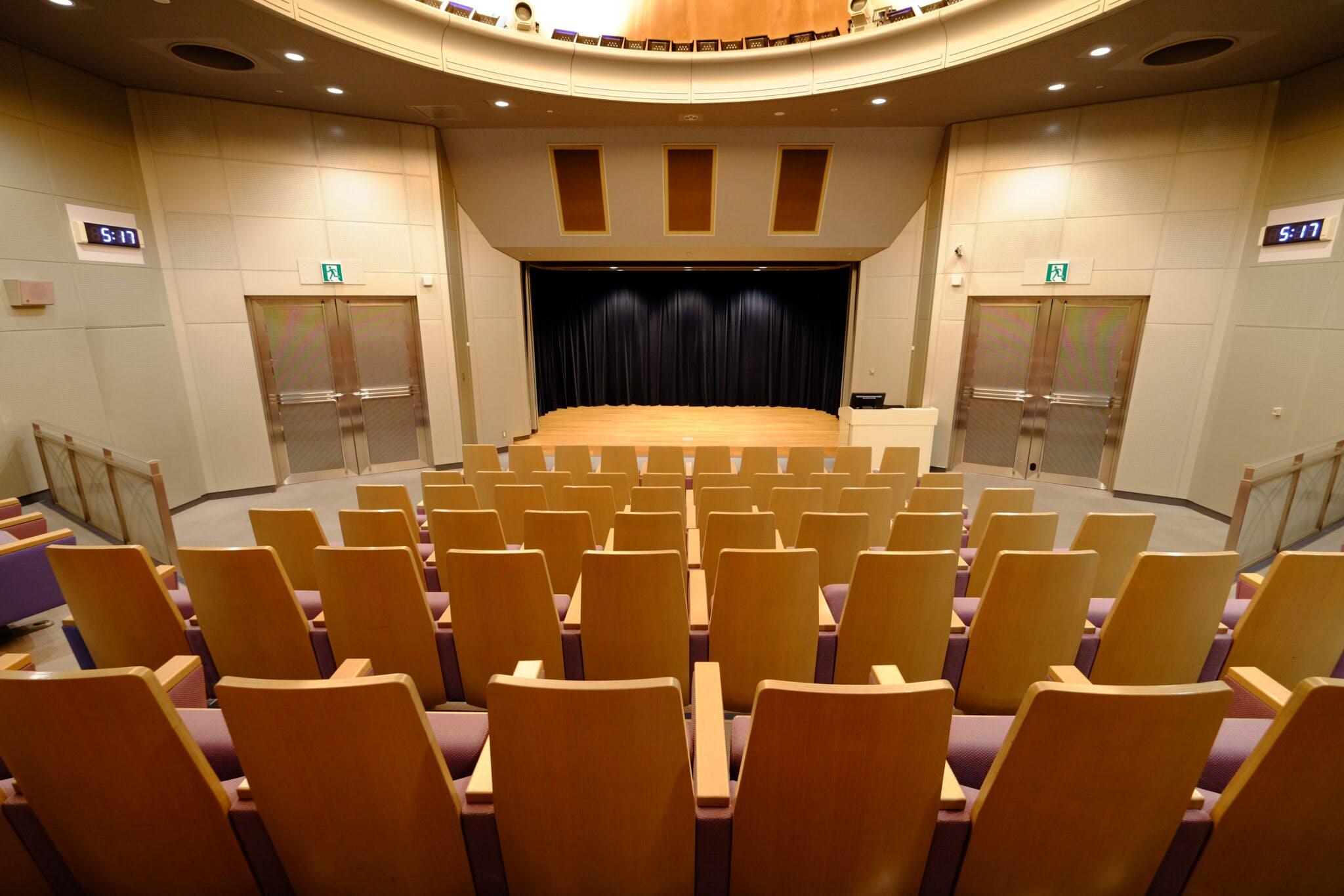 映像シアター 客席から舞台