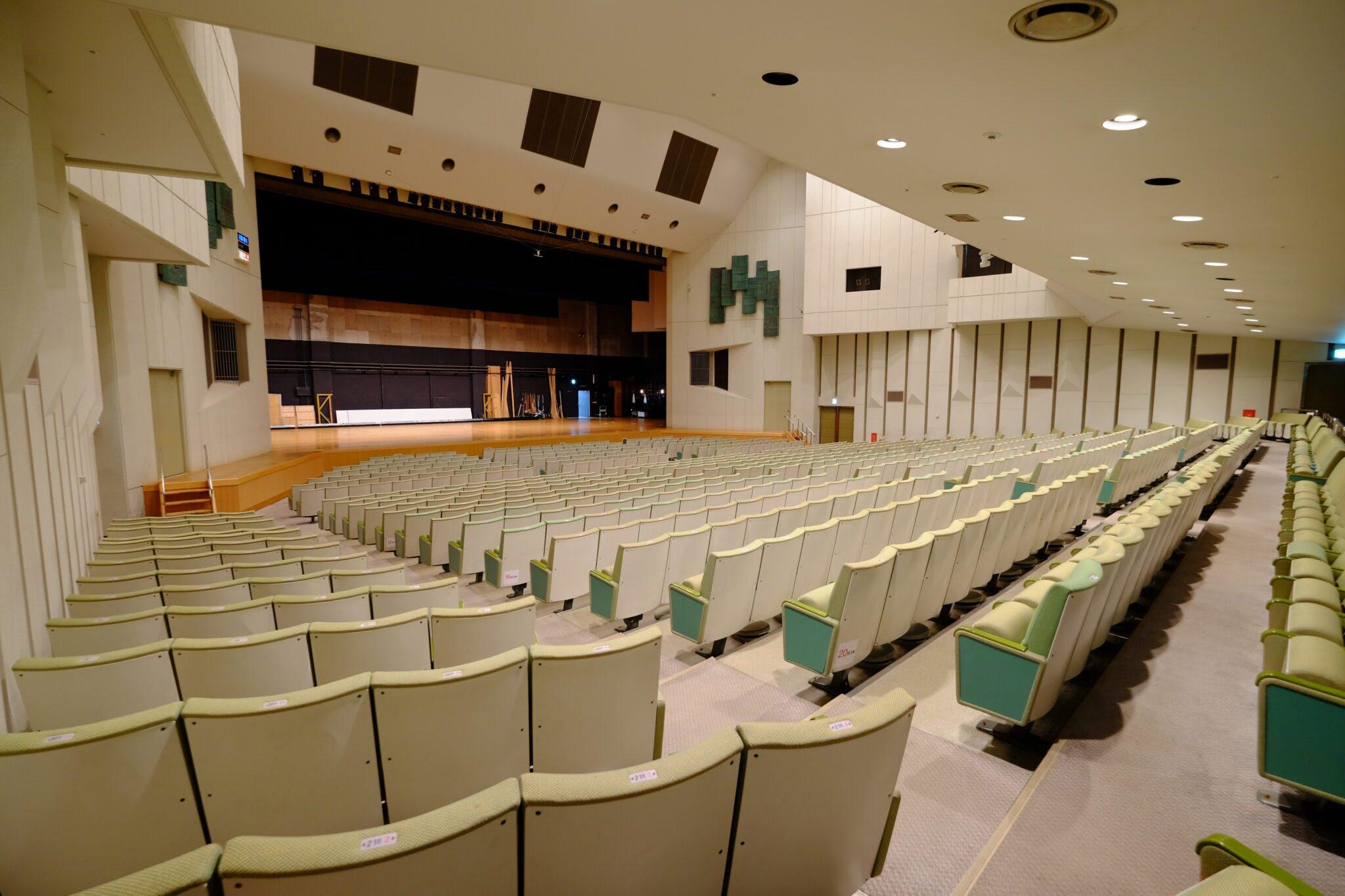 グリーンホール大ホール 客席から舞台(斜め位置)