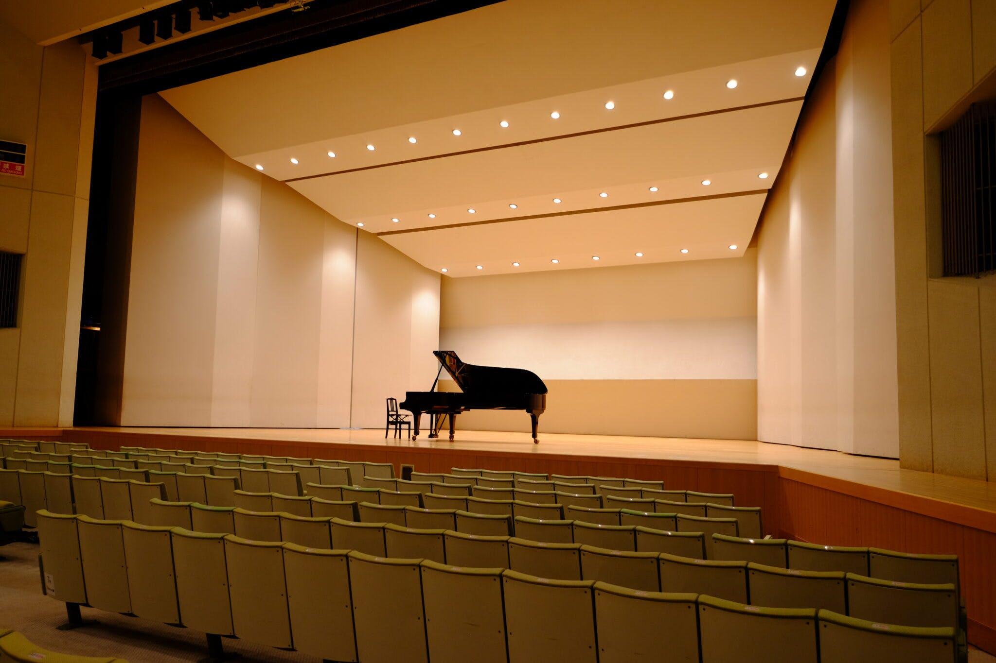 グリーンホール大ホール 反響版+ピアノ