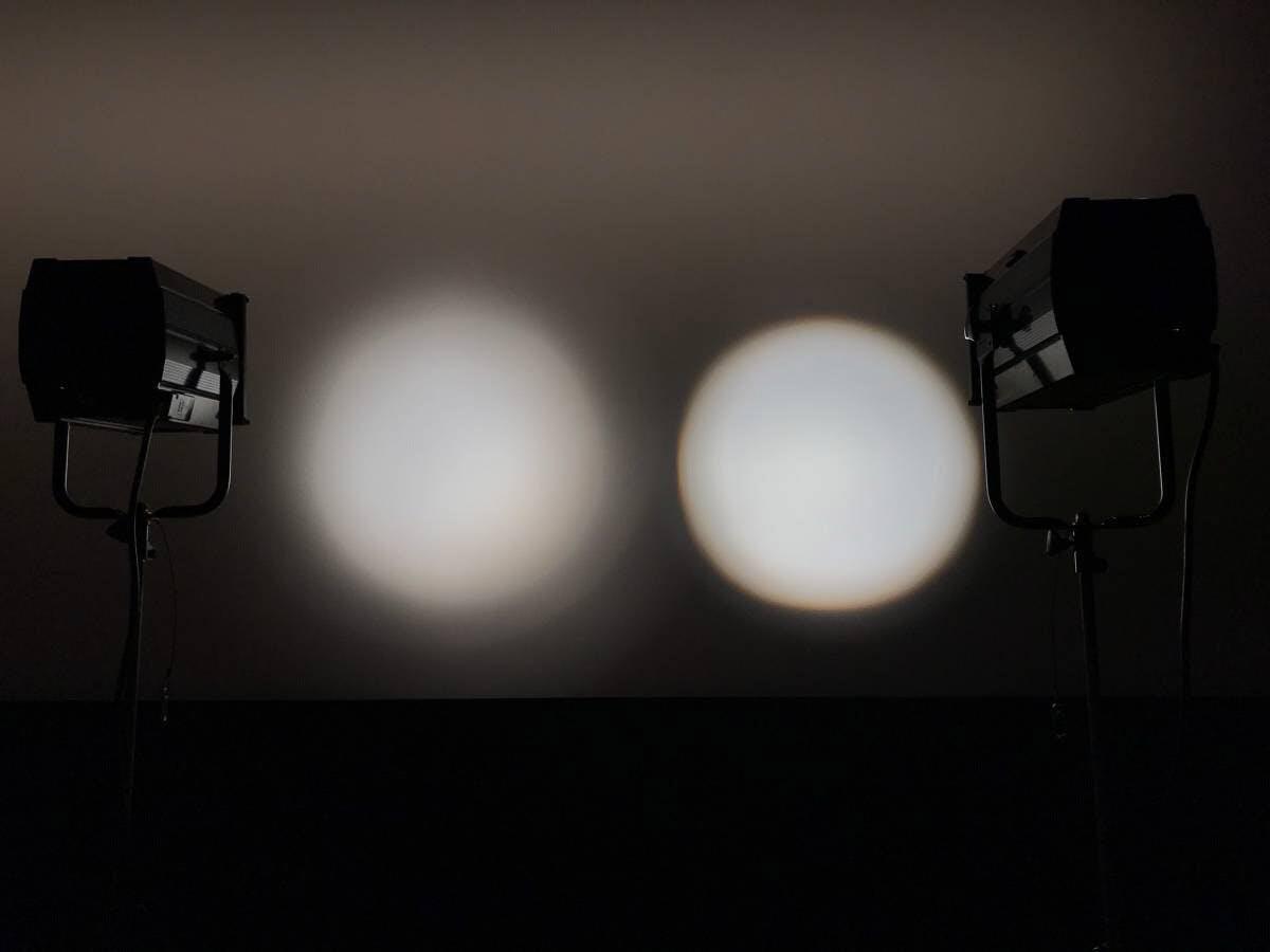 それぞれのレンズを通したライトの光